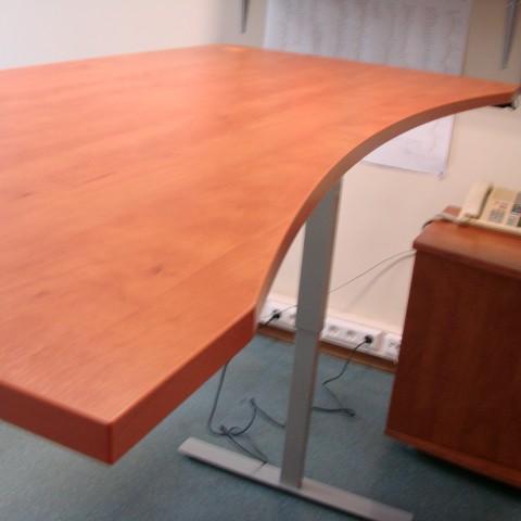 Ergonomiškas reguliuojamo aukščio stalas