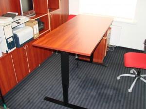 Ergonomiškas keičiamo aukščio stalas