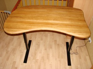 Išskirtinio dizaino ąžuolinis reguliuojamo aukščio stalas