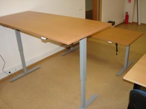 Sumontuoti ergonominiai reguliuojamo aukščio stalai