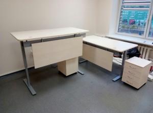 Reguliuojami biuro stalai su pertvara
