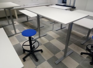 Mechanical height adjustable tables
