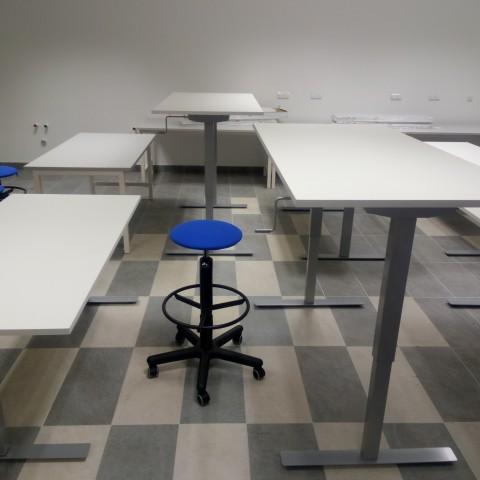 Механические регулируемые по высоте столы